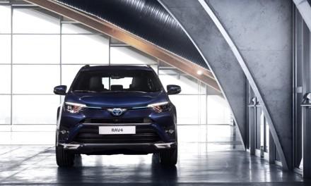 Toyota RAV4 Hybrid Sapphire – elegancka hybryda 4×4